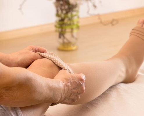 Do compression stockings help varicose veins?